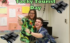 #What'sUpWednesday – Tacky Tourist