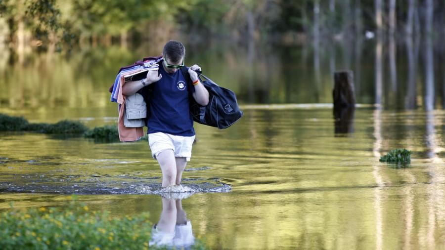 Sean+Nance+walks+through+floodwaters+carrying+some+work+clothes+as+he+evacuates+from+his+apartment+in+the+Ashborough+subdivision+near+Summerville%2C+S.C.%2C+Tuesday%2C+Oct.+6%2C+2015.+Residents+are+concerned+that+the+Ashley+River+will+continue+to+rise+as+floodwaters+come+down+from+Columbia.++%28AP+Photo%2FMic+Smith%29